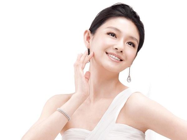 9 sai lầm khi làm đẹp của làn da nhạy cảm, chị em cần xem kỹ để tránh bị xấu xí trong năm mới - Hình 3