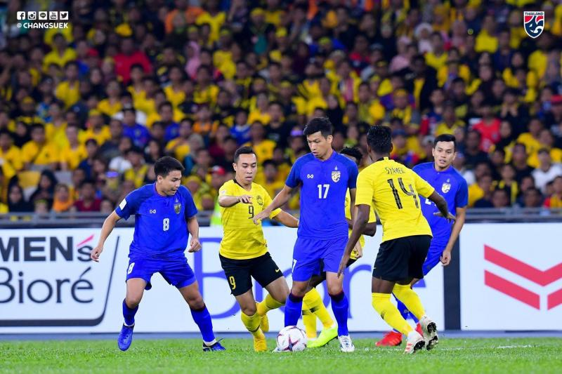 CĐV Thái Lan nổi điên khi đội nhà thất bại trước Malaysia - Hình 1