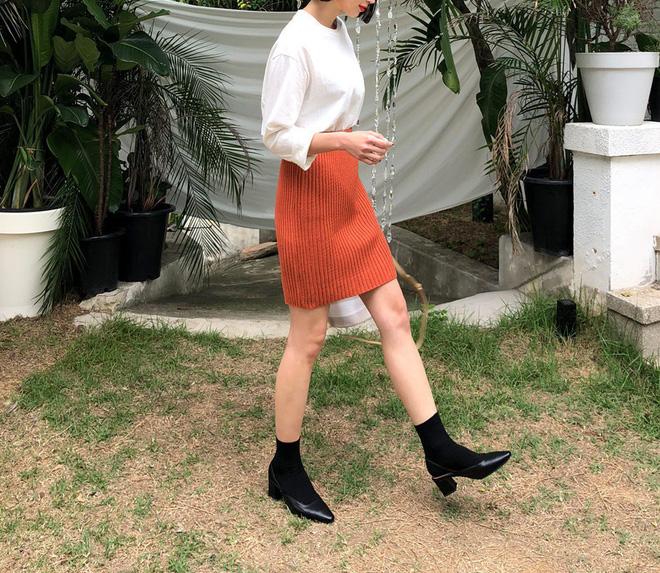 4 kiểu chân váy tuyệt đẹp nên có trong tủ đồ của mọi cô nàng sành điệu vào mùa Đông năm nay - Hình 2