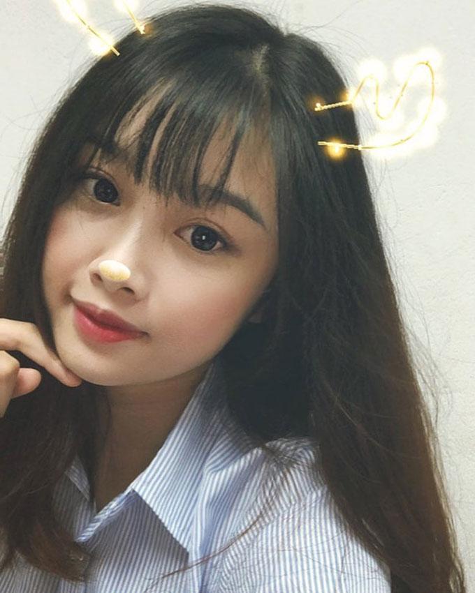 Bạn gái kín tiếng xinh như hoa của tiền đạo Văn Toàn - Hình 2