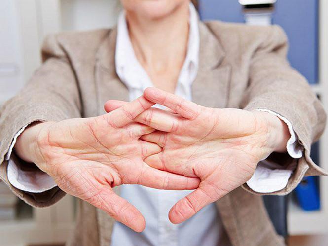 Bẻ khớp tay có lợi hay có hại? - Hình 1