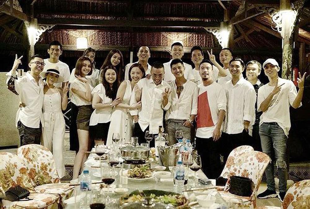 Các 'cặp đôi vàng' showbiz Việt đã lần lượt về chung 1 nhà, những mỹ nhân này cũng 'rục rịch' chuẩn bị lên xe hoa? - Hình 11