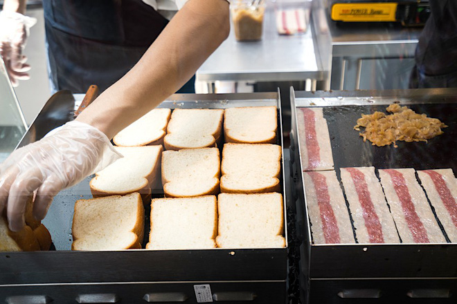 Chỉ là bánh mì và trứng nhưng điều gì đã khiến giới trẻ Hàn Quốc và Singapore mê mẩn ngay khi lần đầu nhìn thấy - Hình 6