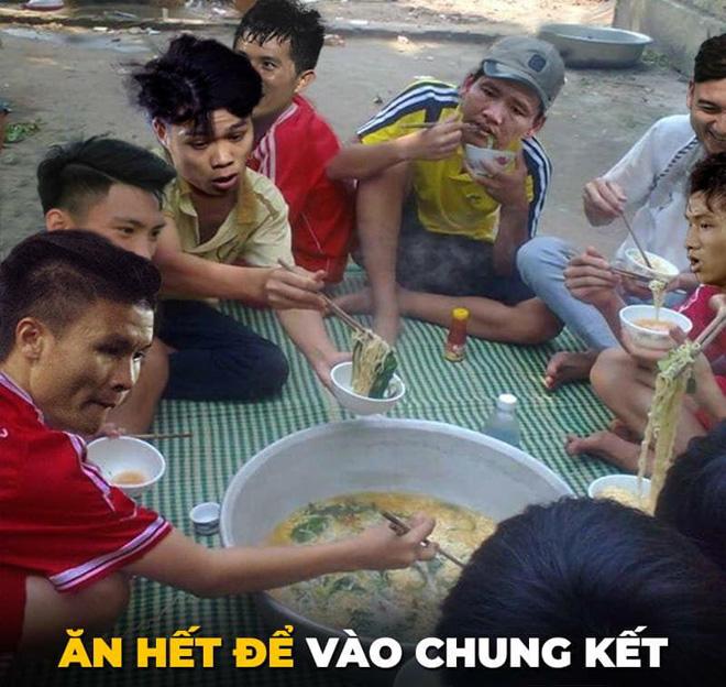 Dân mạng chế ảnh cổ vũ đội tuyển Việt Nam đấu Philippines - Hình 1