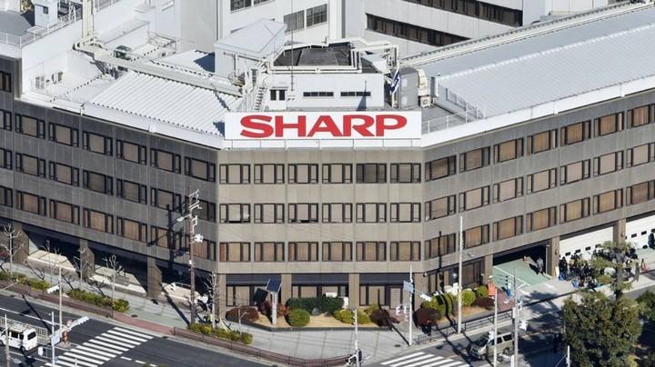 Nạn nhân mới của iPhone bán chậm: Sharp sa thải 3.000 nhân viên tại Nhật - Hình 1
