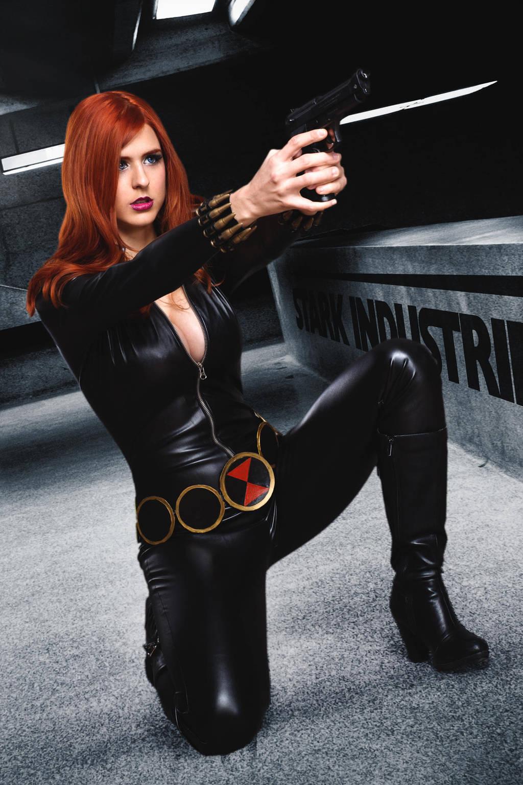 Nữ anh hùng áo đen Black Window cầm súng siêu cool - Hình 1