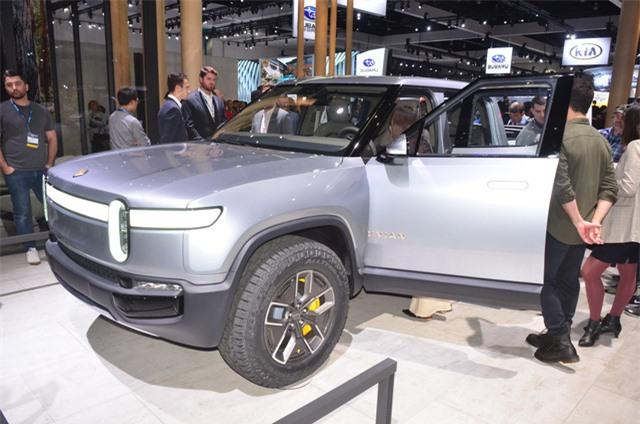 Rivian R1T - Ý tưởng xe bán tải chạy điện tính năng vận hành cao - Hình 1