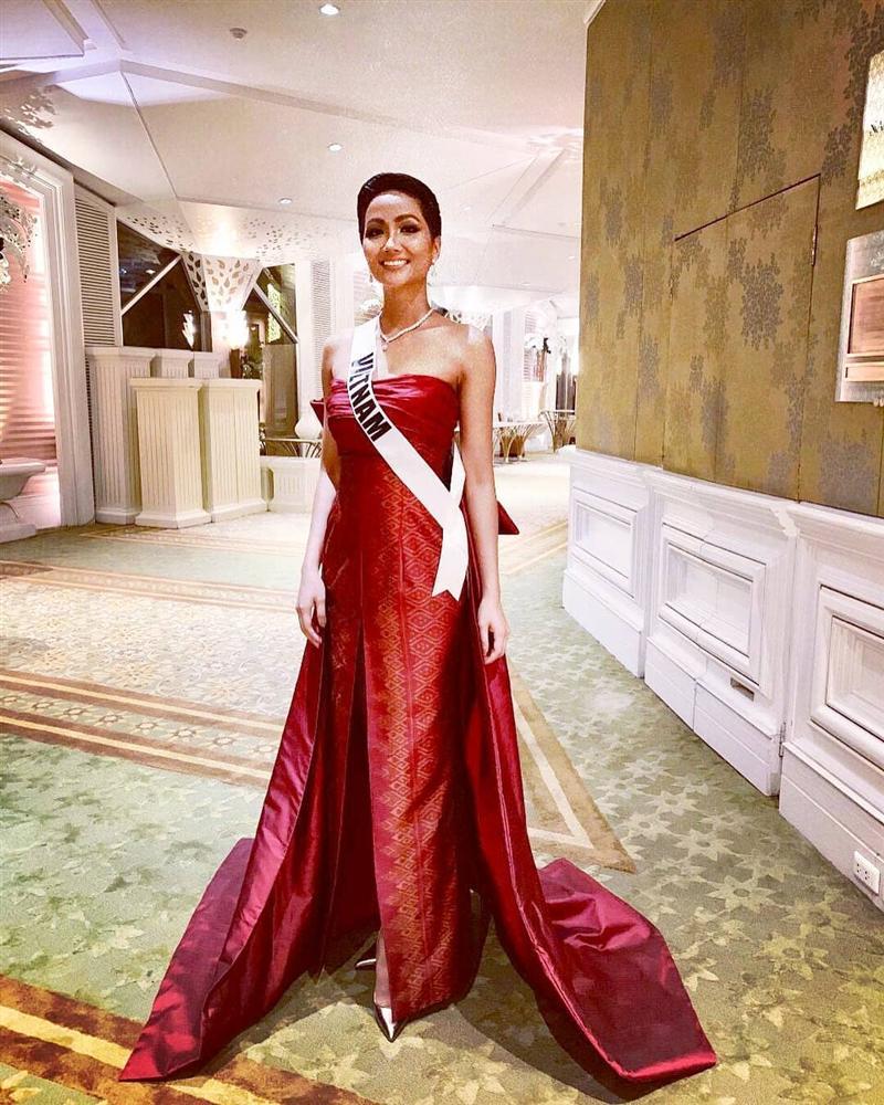 Xem HHen Niê trình diễn thời trang tại Miss Universe 2018, fan Việt chỉ còn biết thốt lên: Quá xuất sắc - Hình 2