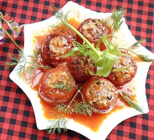 Cuốn thịt ba chỉ vào quả cà chua rồi chiên vàng lên, nghe kỳ lạ nhưng chị em cứ thử đi rồi sẽ phải ngạc nhiên với kết quả - Hình 1