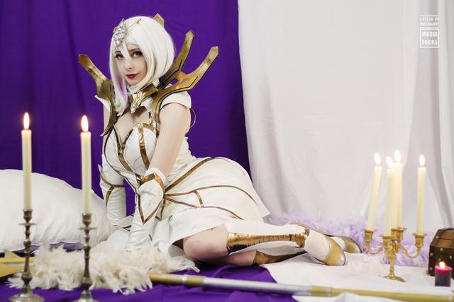 LMHT: Đứng hình với độ gợi cảm của những cô nàng cosplay Lux Thập Đại Nguyên Tố - Hình 2
