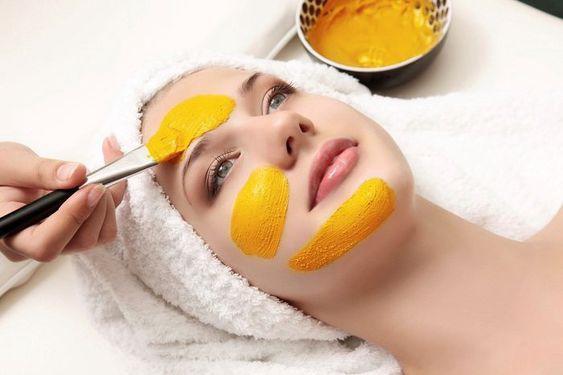 Giá tiền rẻ bèo, nhưng dùng tinh bột nghệ đắp mặt lại là cứu tinh cho làn da của nàng!