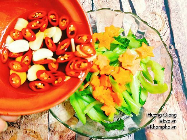[Chế biến] - Ngồng cải muối xổi chua chua, giòn ngòn giải ngán ngày Tết