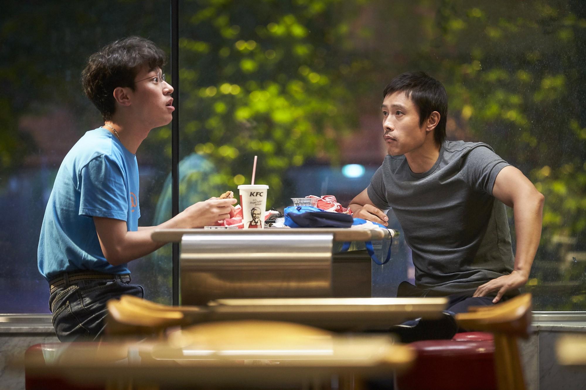 Phim của Kim Ji Won vượt Xin Chào, Cậu Em Khác Người!, dẫn đầu phòng vé tuần