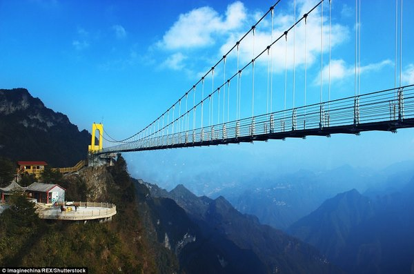 TQ xây cầu kính cao kỉ lục 1,9 km nối 2 thành phố - Hình 1