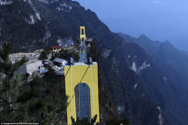 TQ xây cầu kính cao kỉ lục 1,9 km nối 2 thành phố - Hình 3