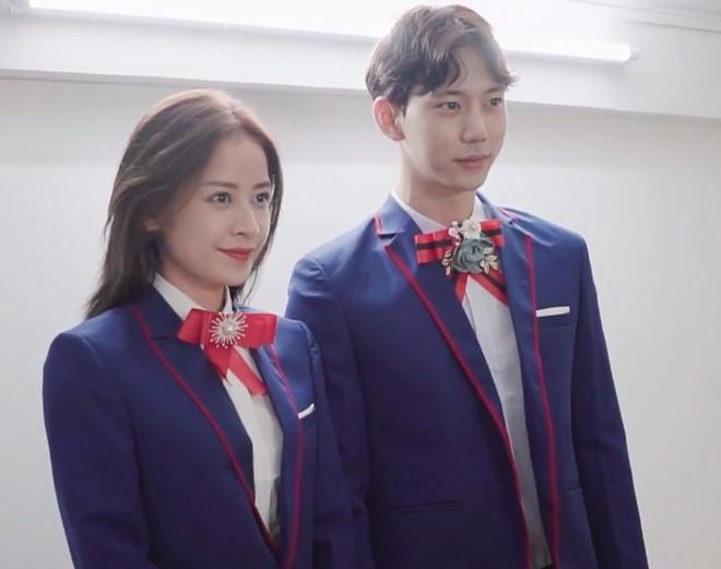 Chi Pu lộ ảnh khoác vai tình tứ với bạn trai tin đồn người Hàn Quốc