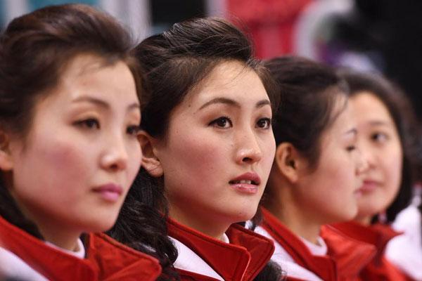 Dàn bóng hồng Bắc Triều Tiên sưởi ấm Olympic Pyeongchang