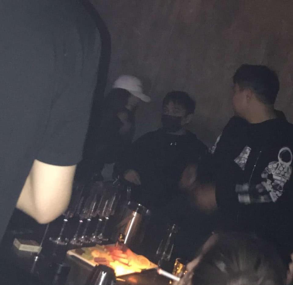 Ngày Valentine, bạn gái của Luhan bị bắt gặp đi bar cùng thiếu gia giàu nhất Trung Quốc?