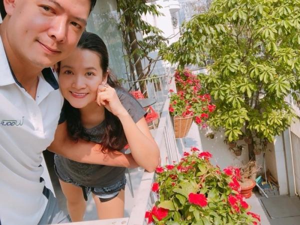 Sao Việt tất bật đón Tết 2018: Mỹ Tâm, H'Hen Niê tranh thủ gói bánh tét, Minh Hằng tự làm đồ trang trí nhà