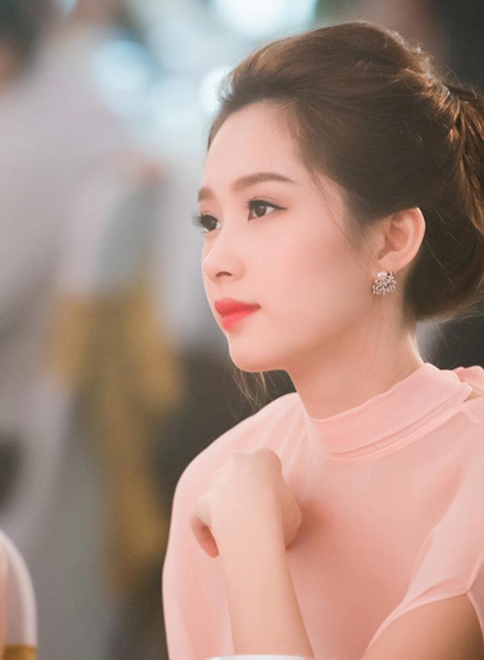 Tranh thủ nghỉ Tết, học Hà Hồ, Phạm Hương cách làm trắng da siêu tốc !