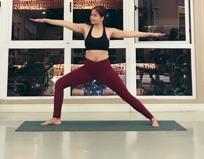 8X Sài Gòn dẻo như kẹo kéo gợi ý bài tập yoga cho Tết Mậu Tuất