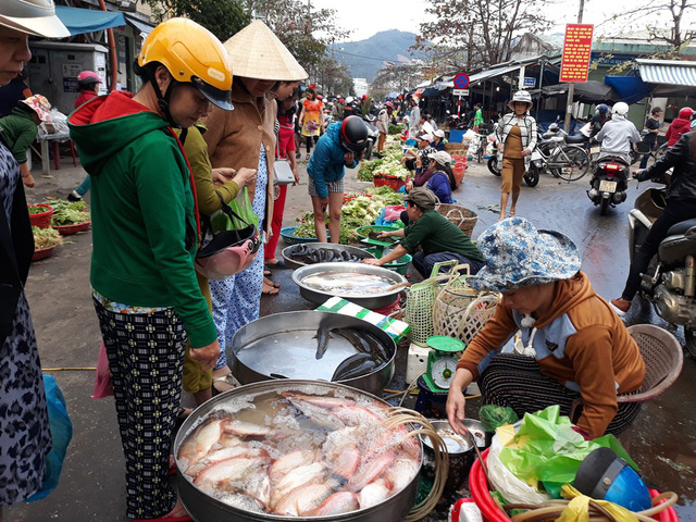 Đà Nẵng: Chợ nhộn nhịp ngày mùng 3 Tết - Hình 1