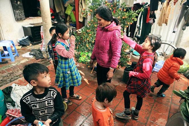 Người mẹ có 14 con ở Hà Nội: Cười, khóc sau 30 mùa xuân chưa bao giờ vui - Hình 1