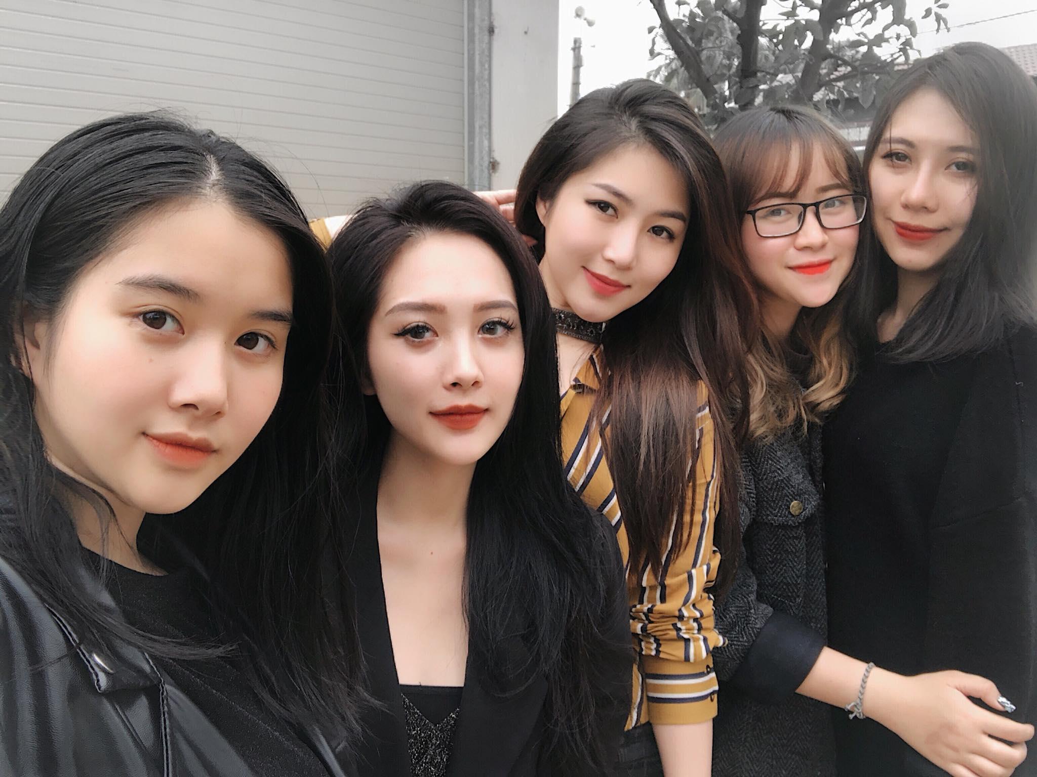 Hương Tràm khoe dàn em gái xinh như hot girl gây sốt mạng - Hình 2