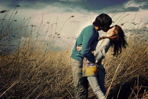 """Yêu tôi, nhưng em vẫn """"rắc thính"""" khắp nơi"""