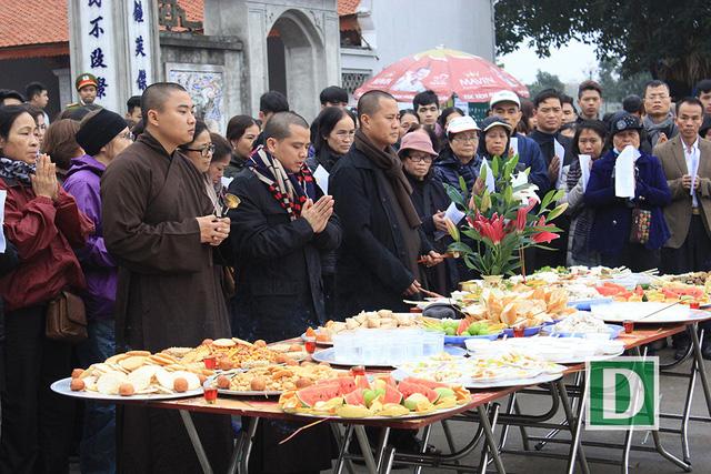 Hàng vạn người dự Lễ phóng sinh, hơn 5 tấn cá được thả xuống sông Hồng - Hình 7