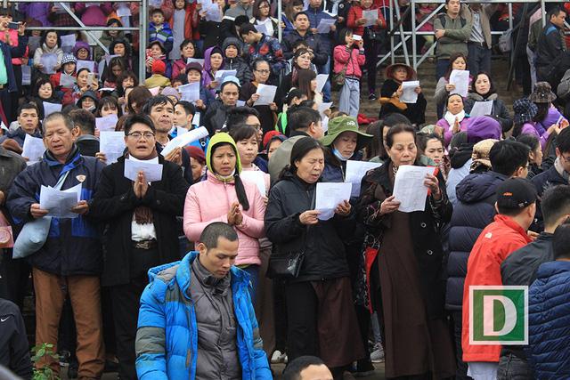 Hàng vạn người dự Lễ phóng sinh, hơn 5 tấn cá được thả xuống sông Hồng - Hình 8