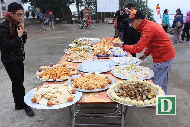 Hàng vạn người dự Lễ phóng sinh, hơn 5 tấn cá được thả xuống sông Hồng - Hình 6