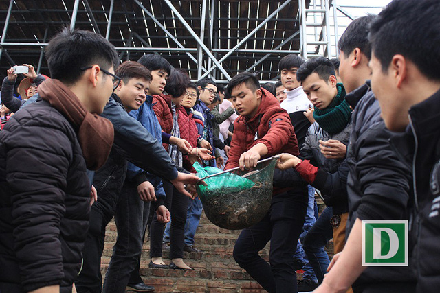 Hàng vạn người dự Lễ phóng sinh, hơn 5 tấn cá được thả xuống sông Hồng - Hình 12