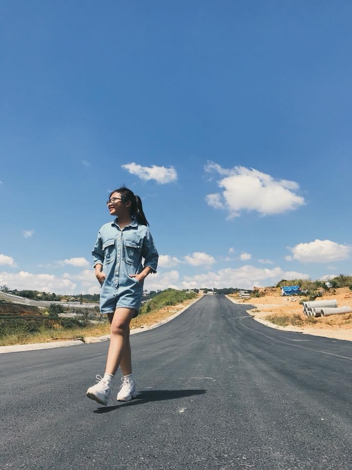Phương Mỹ Chi mặc đồ, tạo dáng chất lừ ở Đà Lạt, bỏ quên tuổi 15