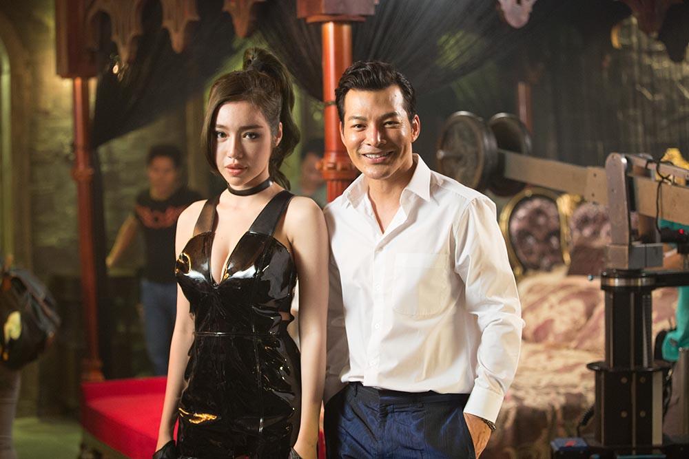 Clip Elly Trần khoe ngực khủng khiến sao nữ Hồng Kông ghen tức - Hình 3