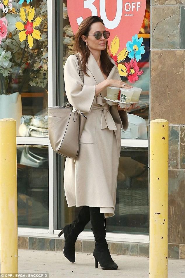 Angelina Jolie thú nhận điều này sau gần 2 năm ly hôn Brad Pitt - Hình 4