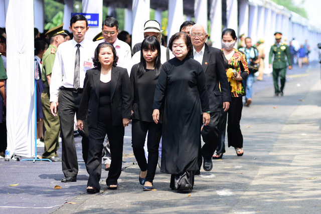 Linh cữu nguyên Thủ tướng Phan Văn Khải về tới quê nhà - Hình 6