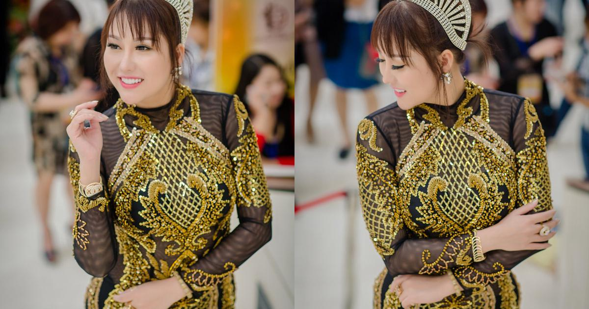 Phi Thanh Vân diện váy xuyên thấu dự event