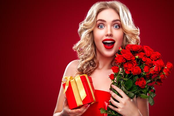 Phản ứng của 12 cô nàng hoàng đạo khi nhận được quà 8/3 như ý - Hình 1