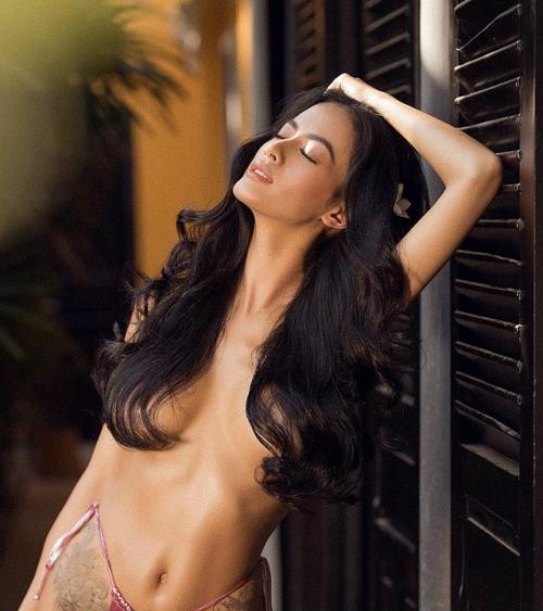 &'Hot mom' Như Vân tiếp tục &'rửa mắt' với bộ ảnh nude táo bạo hưởng ứng ngày 8/3 - Hình 1