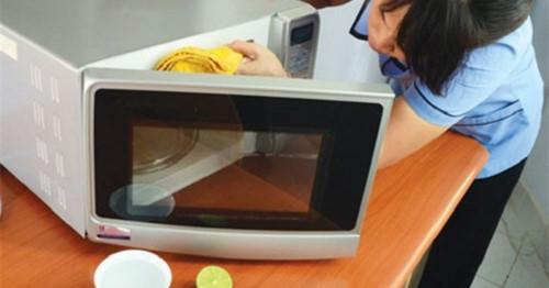 Bí quyết vệ sinh lò nướng, lò vi sóng cực nhanh, đơn giản và hiệu quả! - Hình 1