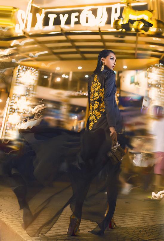 Minh Triệu diện váy xẻ khoe vóc dáng gợi cảm - Hình 2