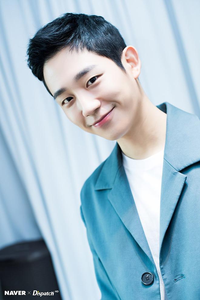 Dispatch tung bộ ảnh Jung Hae In: Đẳng cấp mỹ nam khiến chị đẹp mê mẩn là đây! - Hình 4