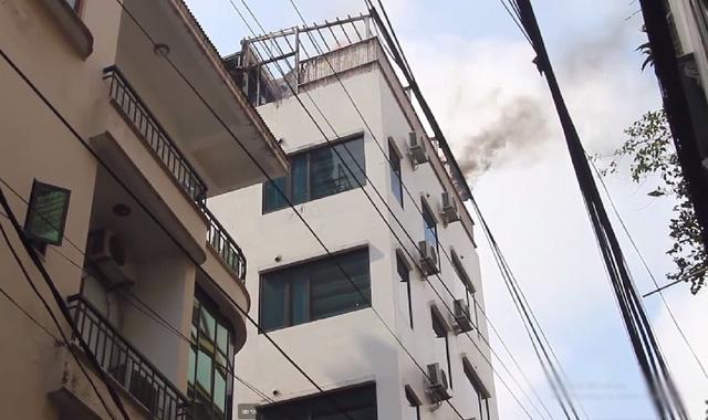 Hà Nội: Cháy tại khách sạn, nhiều người hoảng loạn bỏ chạy - Hình 1