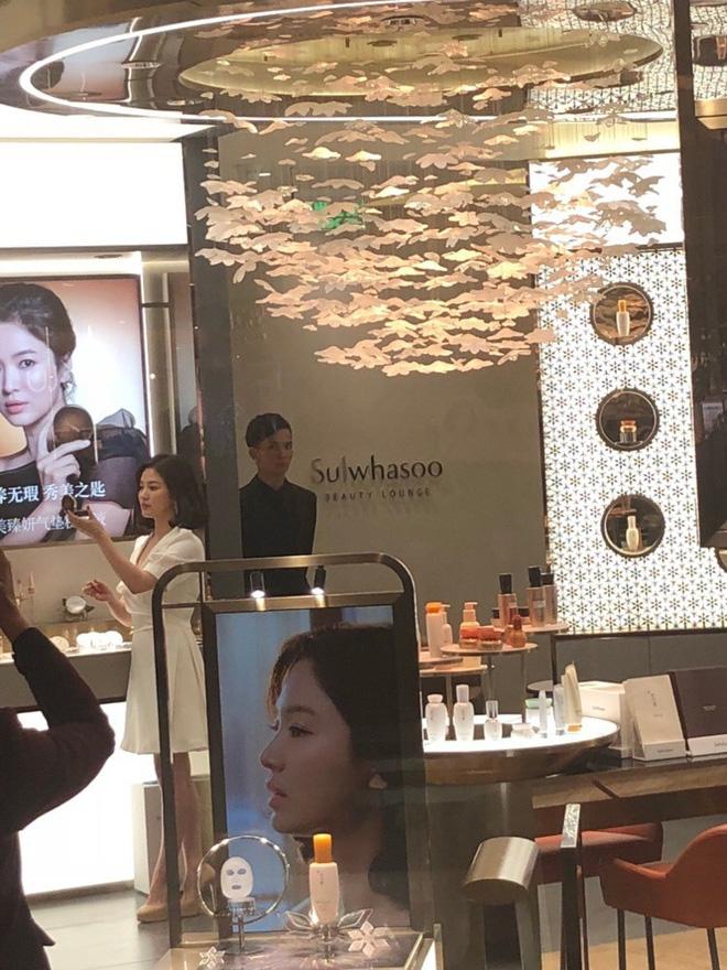 """Song Hye Kyo tại sự kiện hôm nay: Chưa cần ảnh HD """"căng đét"""" đã đẹp khó tin đến nhường này - Hình 4"""
