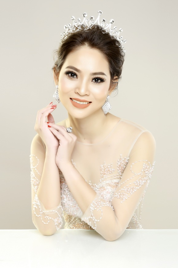Á hậu doanh nhân Hoàng Yến: Các cô gái nên hãnh diện khi bị gạ tình - Hình 8