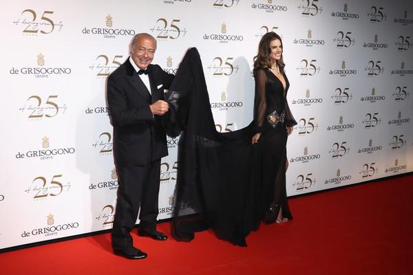 Alessandra Ambrosio diện dàn váy đen gợi cảm tại Cannes - Hình 3