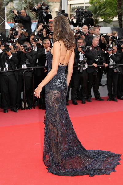 Alessandra Ambrosio diện dàn váy đen gợi cảm tại Cannes - Hình 9