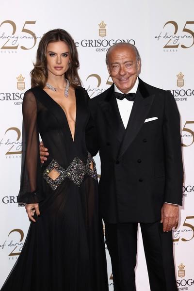 Alessandra Ambrosio diện dàn váy đen gợi cảm tại Cannes - Hình 6