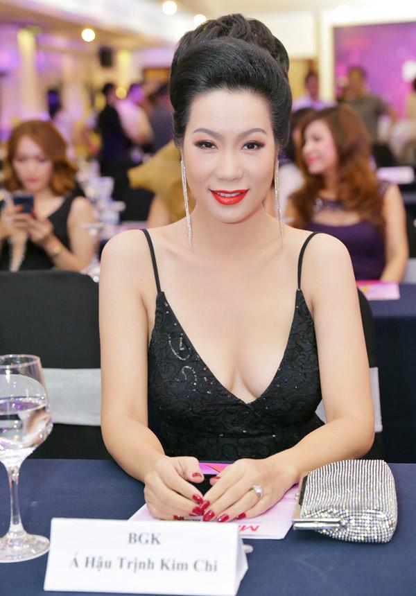 Trịnh Kim Chi tự tin khoe vòng một ở tuổi 46 - Hình 4